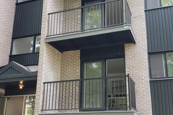 Balcons avec barreaux